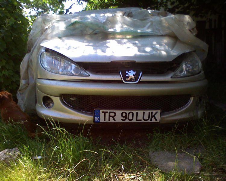 Peugeot 206 avariat 2007 Benzina Berlina - 01 Februarie 2011 - Poza 4